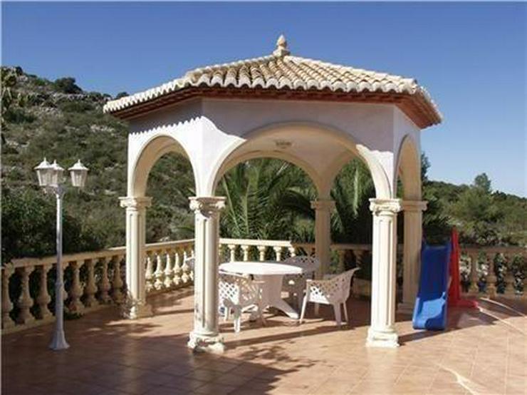 Bild 4: Beeindruckende Villa mit 3 Wohneinheiten, Pool und herrlichem Meerblick