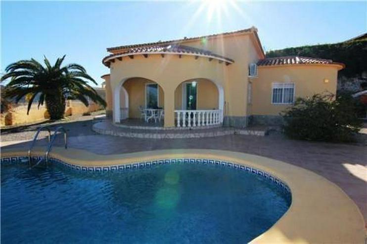 Gepflegte Villa mit Pool und Meerblick in ruhiger Lage