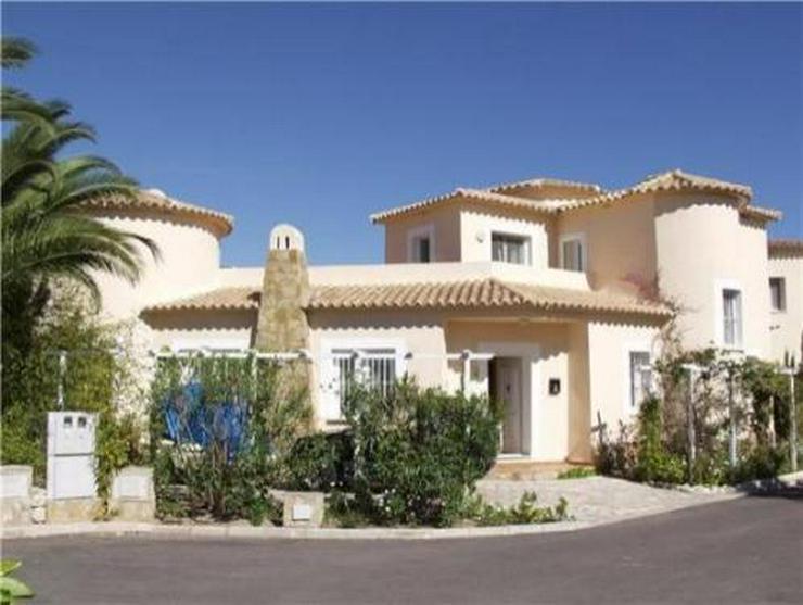 Neuwertige Villa mit Pool direkt am Loch 1 der Golfanlage Oliva Nova - Bild 1