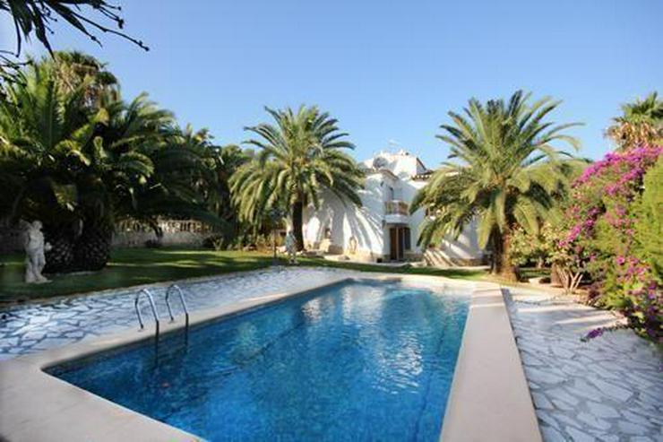 Villa mit Gästewohnung und Garage auf uneinsehbarem Grundstück - Auslandsimmobilien - Bild 1