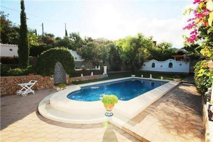 Bild 2: Stilvolle und stadtnahe Villa mit 2 Wohneinheiten, Pool und Carport