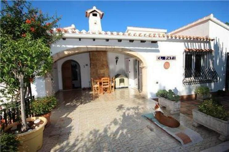 Bild 3: Stilvolle und stadtnahe Villa mit 2 Wohneinheiten, Pool und Carport