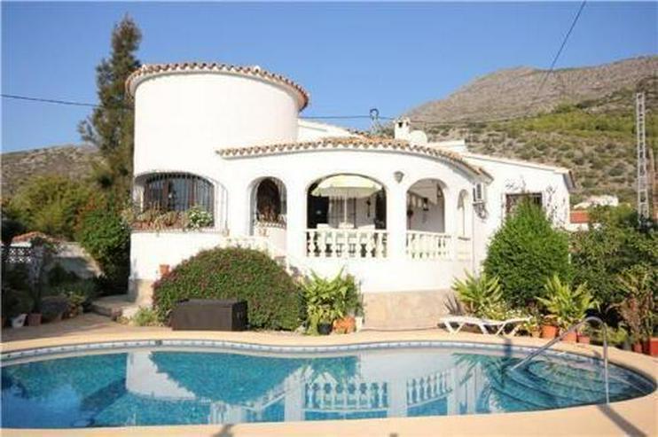 Sehr romantisch gelegene Villa mit Pool und herrlichem Panoramablick - Bild 1