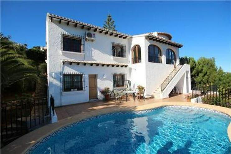 Villa mit Gästewohnung, Pool, traumhaftem Garten und Meerblick am Monte Pego - Bild 1