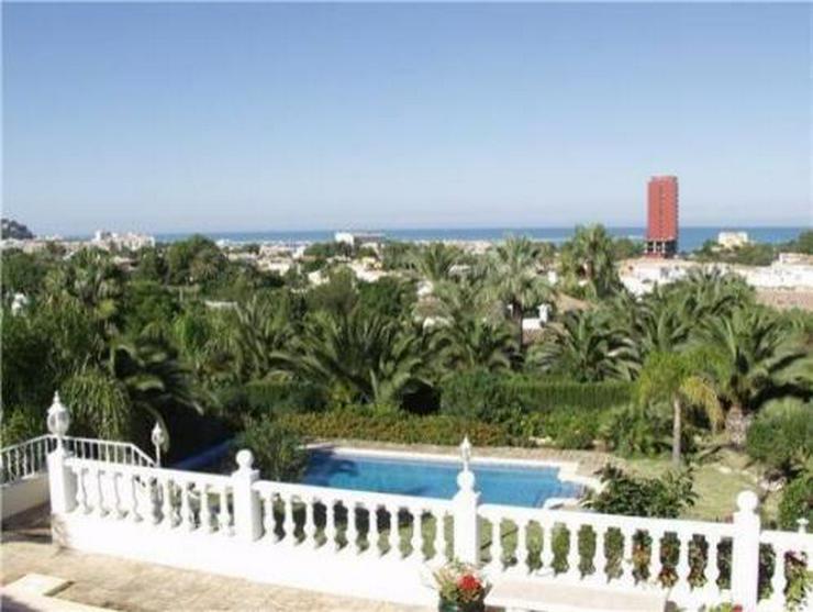 Bild 2: Anspruchsvolle und stadtnahe Villa am Montgo mit Fernsicht auf Burg und Hafen
