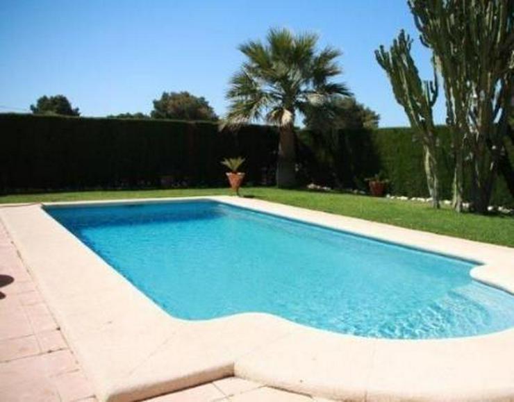 Bild 2: Elegante Villa mit Gästehaus, Pool und Garage