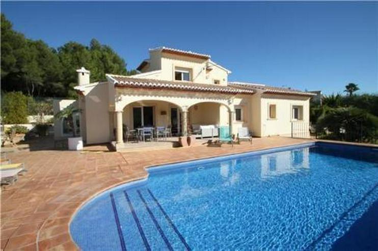 Wunderschöne Villa mit 4 Schlafzimmern in sehr privater Südlage in Javea