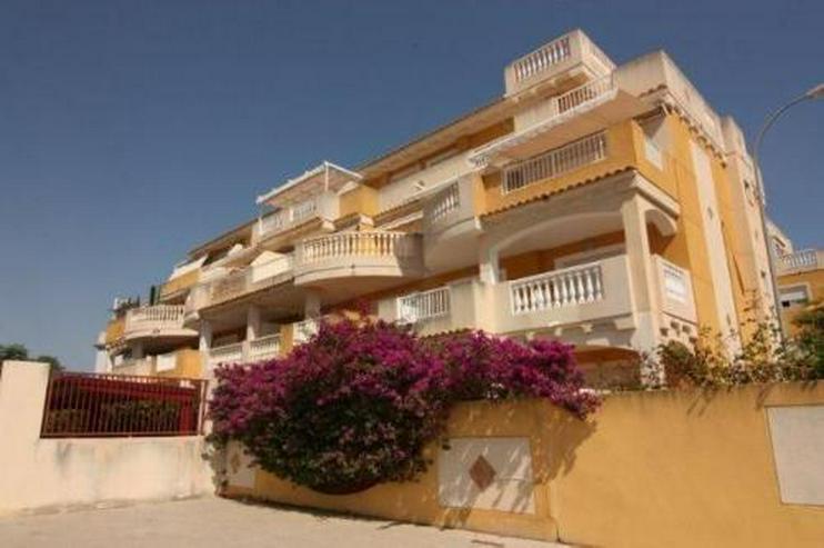 Strandnahe Penthouse-Wohnung mit Gemeinschaftspool und Panoramablick