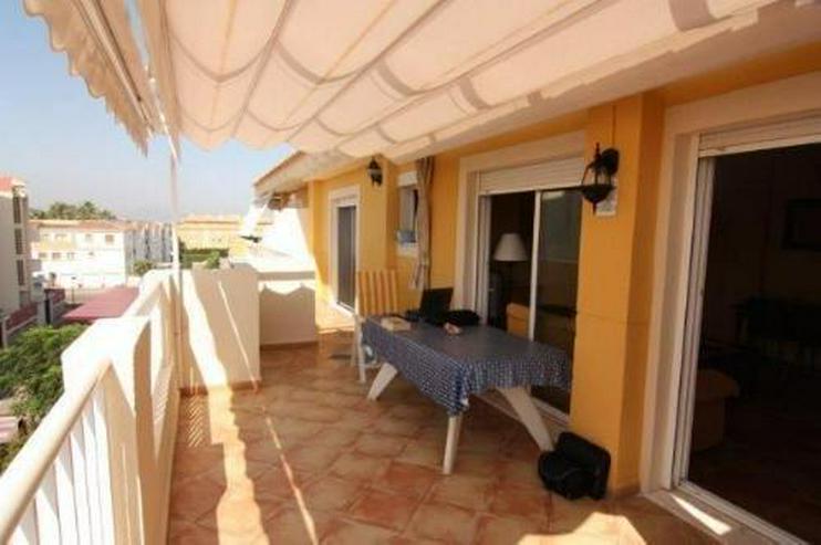 Bild 4: Strandnahe Penthouse-Wohnung mit Gemeinschaftspool und Panoramablick