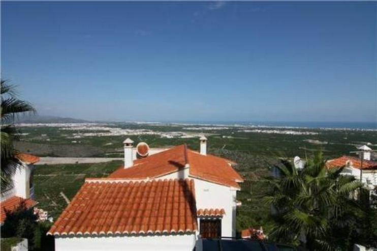 Chalet mit zwei Wohneinheiten und fantastischer Fernsicht auf das Meer - Haus kaufen - Bild 1