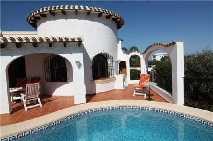 Großzügige Villa mit Carport und Pool auf dem Monte Pego