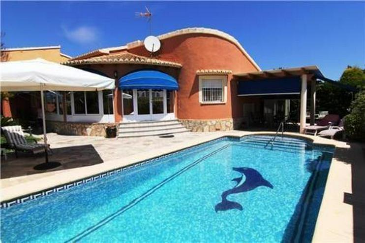 Villa mit 4 Sschlafzimmern und Pool in guter Lage - Haus kaufen - Bild 1