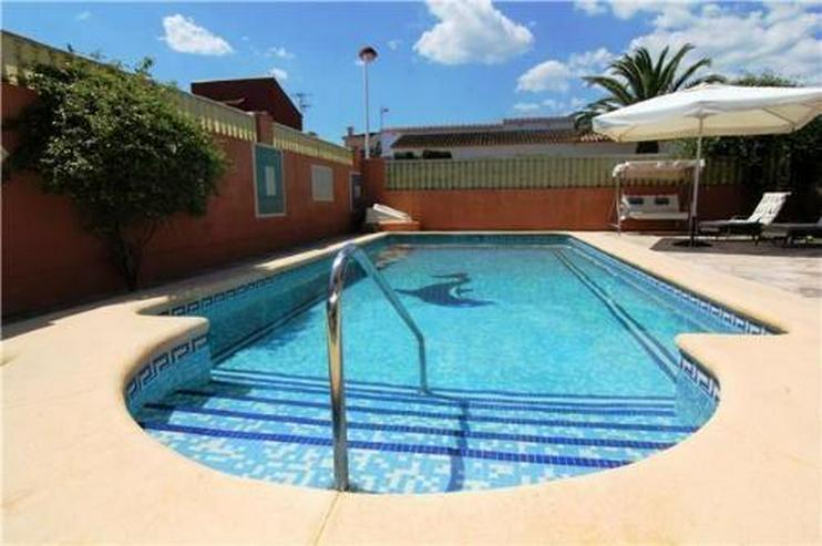 Bild 2: Villa mit 4 Sschlafzimmern und Pool in guter Lage