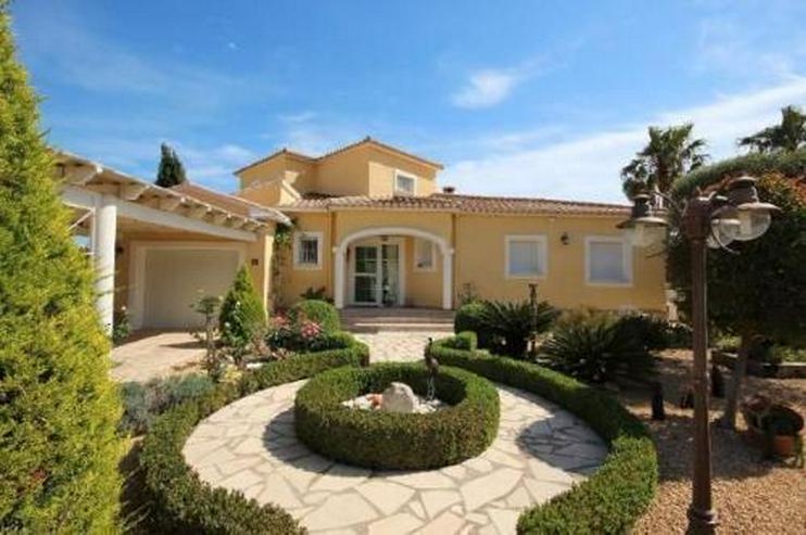 Bild 3: Schöne zweistöckige Villa mit Pool in toller Aussichtslage