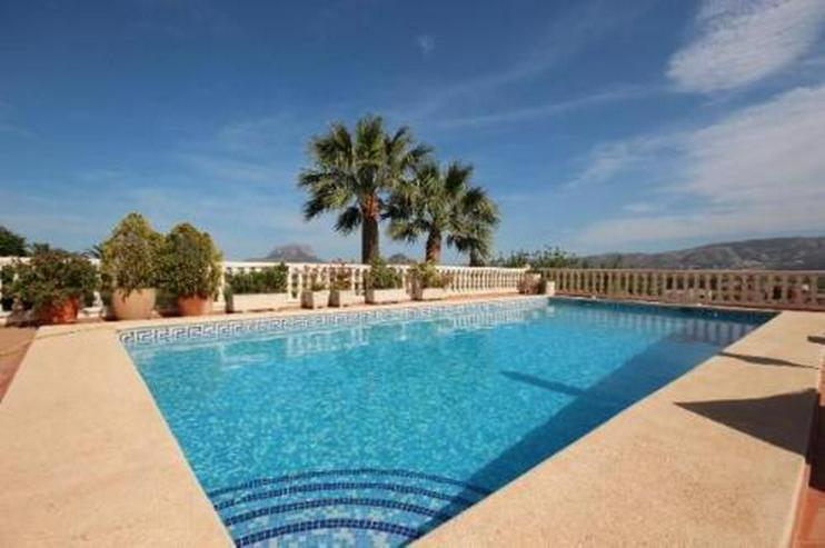 Bild 2: Schöne zweistöckige Villa mit Pool in toller Aussichtslage
