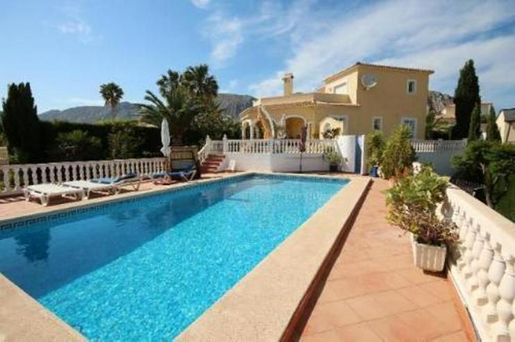 Schöne zweistöckige Villa mit Pool in toller Aussichtslage - Haus kaufen - Bild 1
