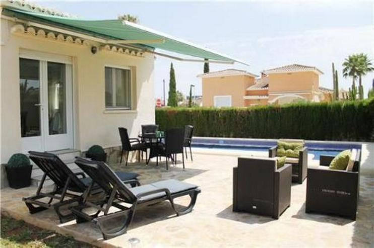 Bild 3: Neuwertige Villa mit Pool auf sonnigem Eckgrundstück nur 400 m vom Meer