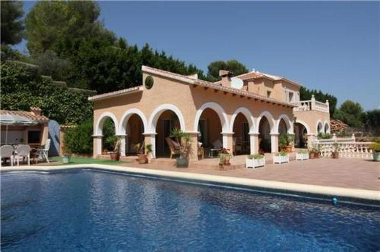 Märchenhafte Villa mit Garage, beheizbarem Pool und schönem Meer- und Bergblick - Haus kaufen - Bild 1