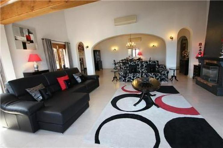 Bild 6: Neuwertige Luxusvilla mit 2 Wohneinheiten, Pool und Meerblick in ruhiger Lage am Monte Peg...