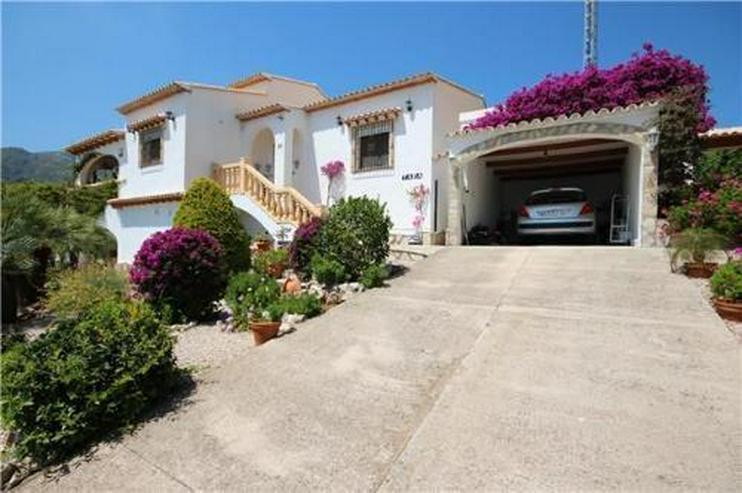 Gemütliche Villa in sonniger Lage mit Pool, Carport und schönem Panoramablick - Haus kaufen - Bild 1