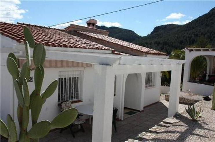 Bild 4: Schöne Villa mit Einliegerwohnung, Pool und Meerblick in ruhiger Lage