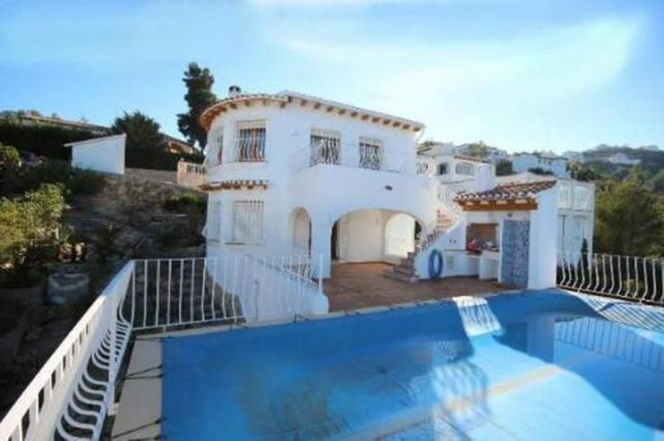 Sehr gepflegte Villa mit Pool in herrlicher Aussichtslage - Bild 1