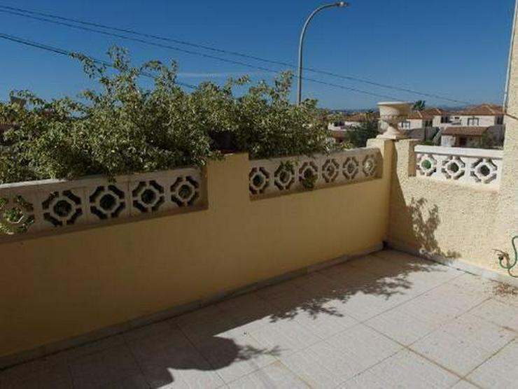 Bild 5: Reihenhaus mit Terrasse, Balkon und Dachterrasse mit sehr schönem Ausblick