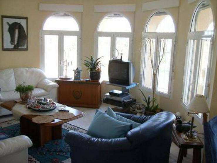 Bild 4: Exklusive Landhaus-Villa mit Pferdestall