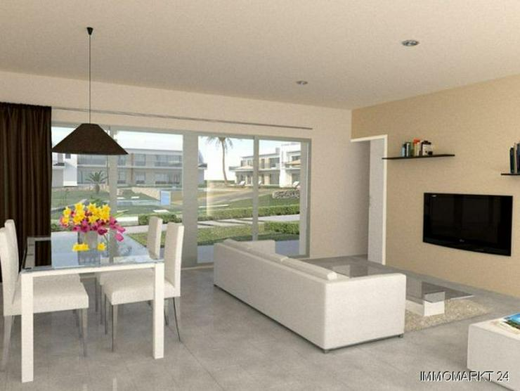 Bild 3: Erdgeschoss-Wohnungen in innovativem Design neben Golfanlage
