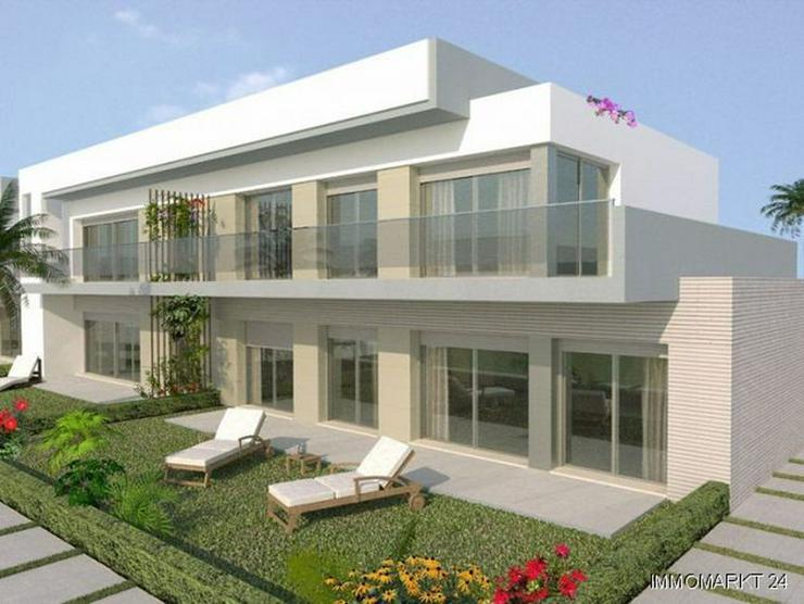 Bild 2: Erdgeschoss-Wohnungen in innovativem Design neben Golfanlage