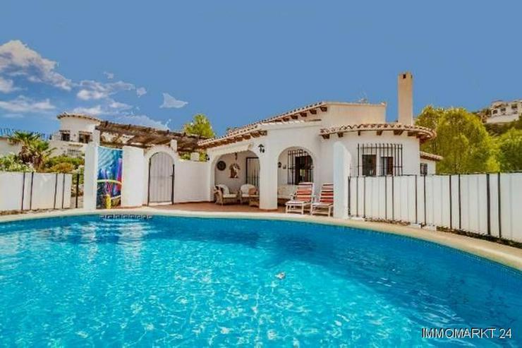 Sehr gepflegte Villa mit Pool und schöner Aussicht auf grossem Grundstück in Monte Pego - Haus kaufen - Bild 1