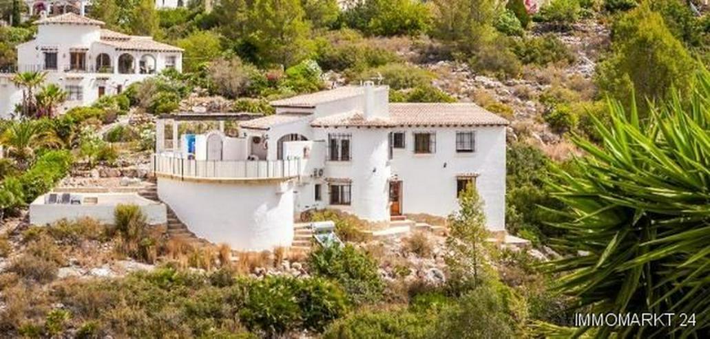 Bild 2: Sehr gepflegte Villa mit Pool und schöner Aussicht auf grossem Grundstück in Monte Pego
