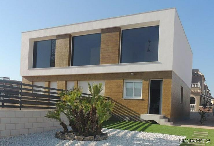 Moderne Reihenhäuser mit 1, 2 oder 3 Schlafzimmern und Gemeinschaftspool - Bild 1
