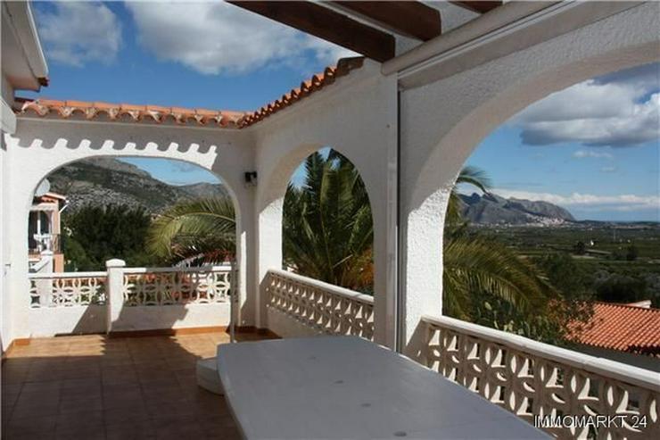 Bild 5: Schöne Villa mit Einliegerwohnung, Pool und Meerblick in ruhiger Lage