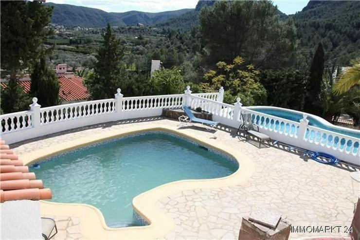 Bild 2: Schöne Villa mit Einliegerwohnung, Pool und Meerblick in ruhiger Lage