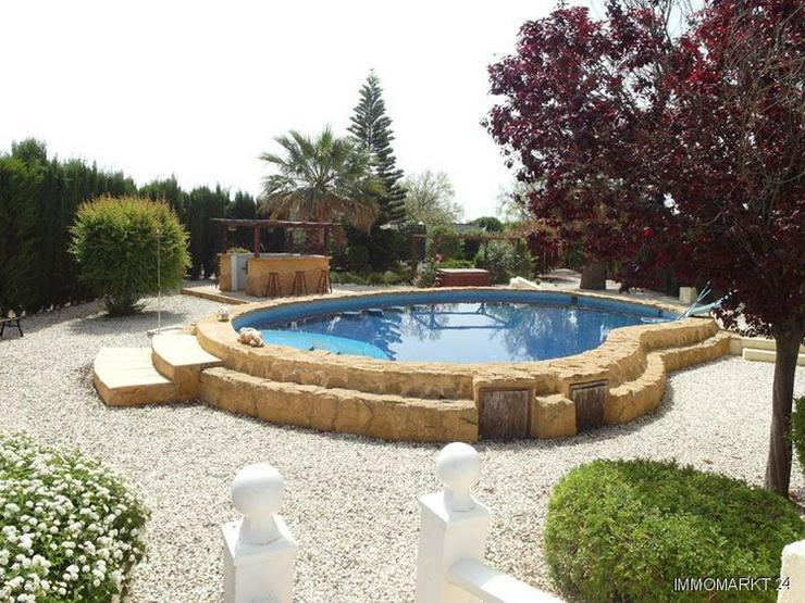Bild 2: Wunderschöne Landhaus-Villa mit Pool und Gästeappartement