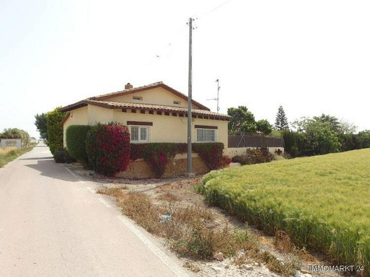 Wunderschöne Landhaus-Villa mit Pool und Gästeappartement - Bild 1