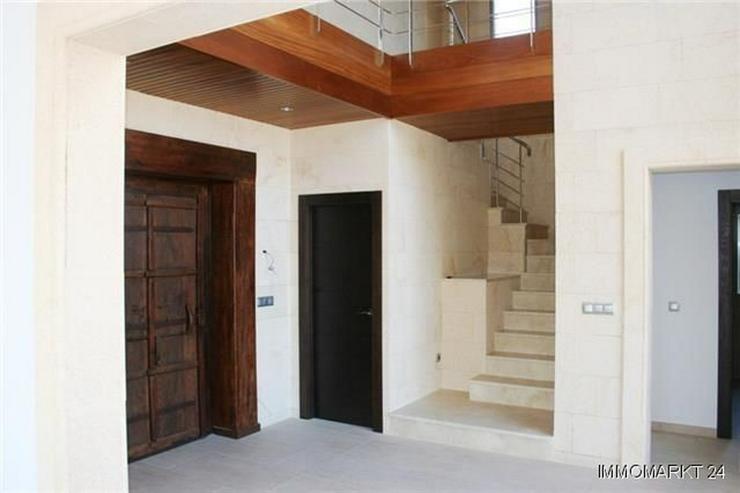 Bild 2: Neuwertige Luxusvill mit Überlaufpool, Gästewohnung, Meersicht und Garage