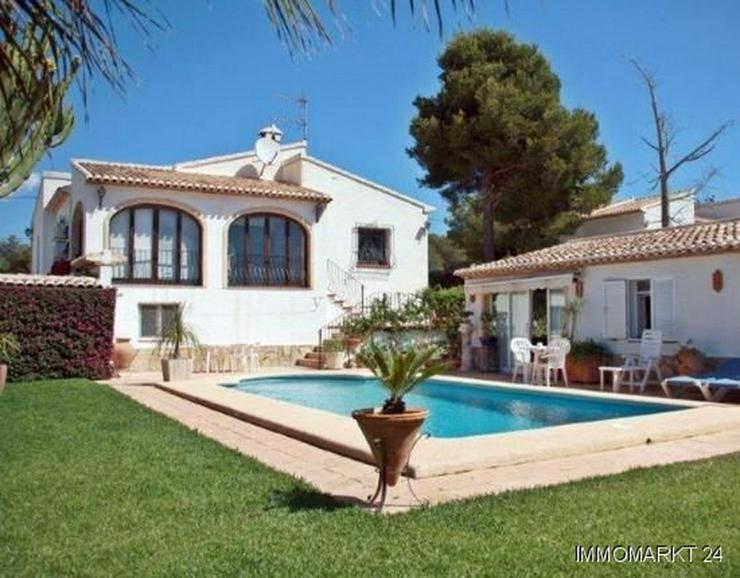 Bild 1: Elegante Villa mit Gästehaus, Pool und Garage