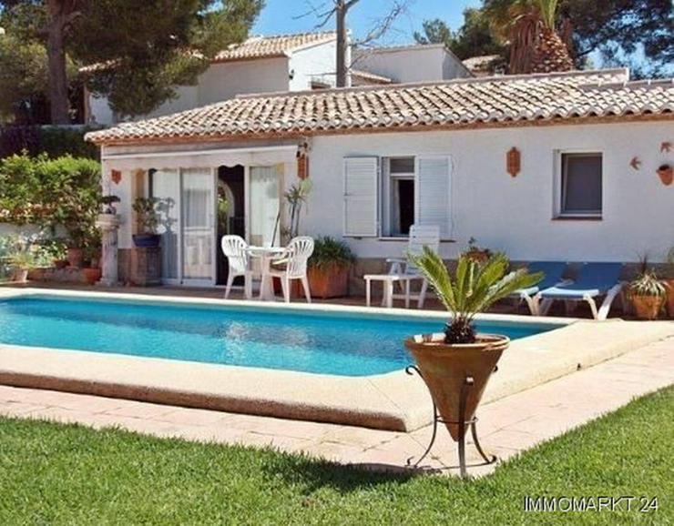 Bild 3: Elegante Villa mit Gästehaus, Pool und Garage