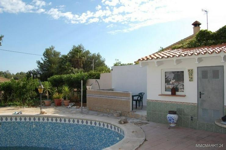 Bild 2: Großzügige Villa mit Pool, Gästeappartement und Garage in San Juan