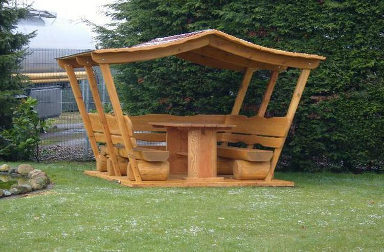 Gartenmöbel aus Holz. Sitzgruppe mit Dach.Holz. - Garnituren - Bild 1