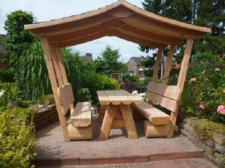 Bild 3: Gartenmöbel aus Holz. Sitzgruppe mit Dach.Holz.
