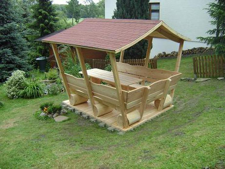 Bild 2: Gartenmöbel aus Holz. Sitzgruppe mit Dach.Holz.