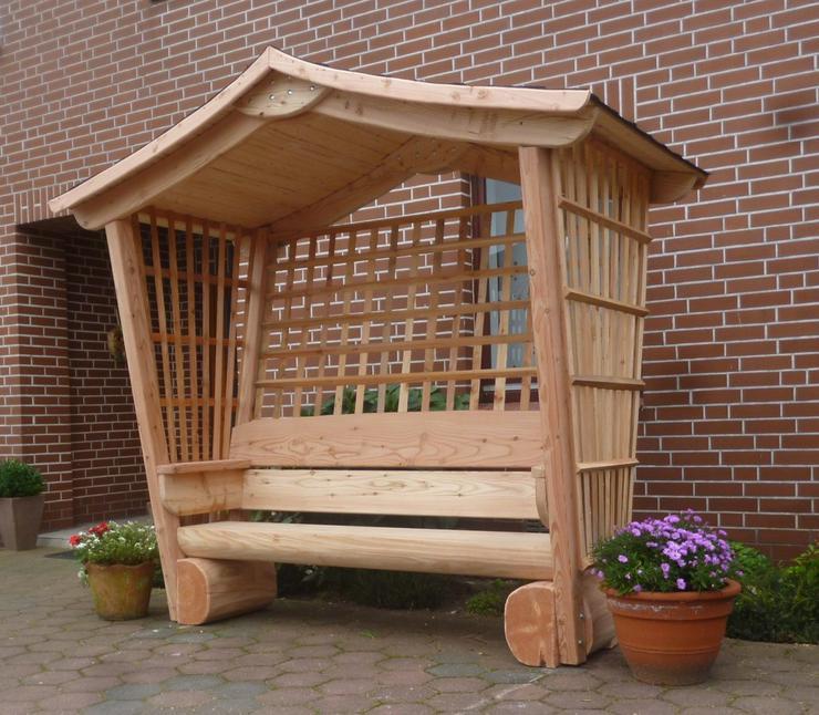 Bild 4: Gartenmöbel aus Holz. Sitzgruppe mit Dach.Holz.