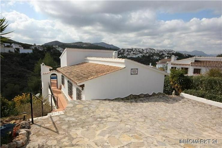 Bild 5: Neuwertige und sehr gepflegte Villa in ruhiger Lage mit schönem Bergblick