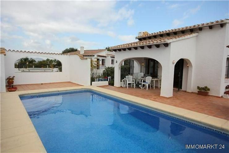 Neuwertige und sehr gepflegte Villa in ruhiger Lage mit schönem Bergblick - Haus kaufen - Bild 1