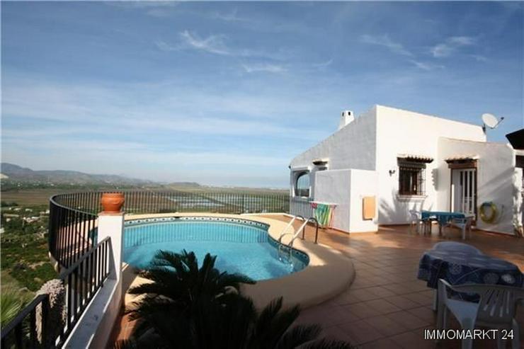 Villa mit Pool in herrlicher Aussichtslage auf dem Monte Pego - Bild 1