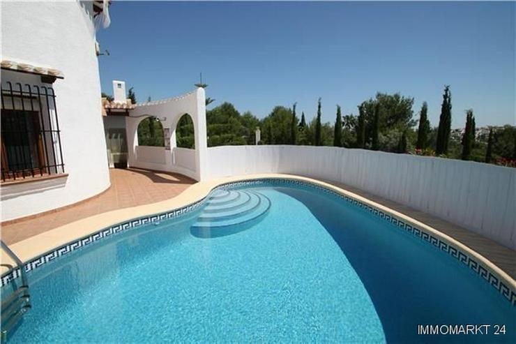 Bild 3: Attraktive gepflegte Villa am Monte Pego in sonniger Lage auf einem flachen Grundstück