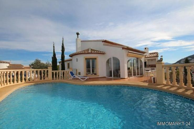 Gepflegte Villa mit Pool in sonniger Aussichtslage - Bild 1